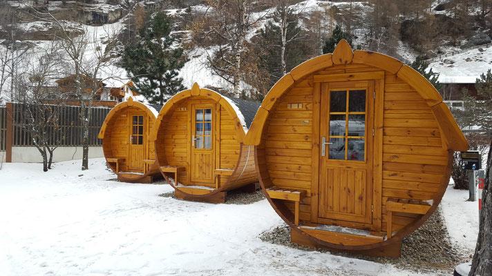 Die Schlaffässer auf dem Camping...