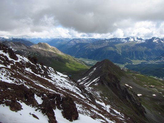 Aussicht auf dem Gipfel Piz Nair