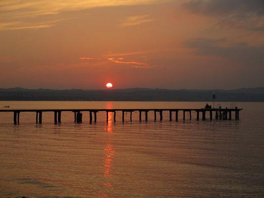 Start der Ferien: Sonnenuntergang auf dem Camping am Gardasee