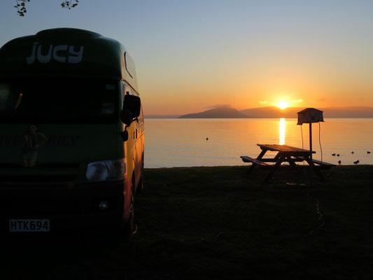 Sonnenaufgang am Lake Rotorua