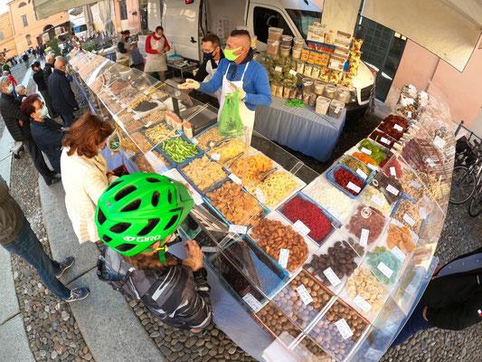 Auf dem Markt in Cremona