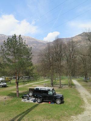 Unser Stellplatz auf dem Camping Bella Riva im Maggiatal