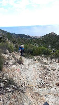 Mountainbiketour: Singletrail-Abfahrt nach Spotorno