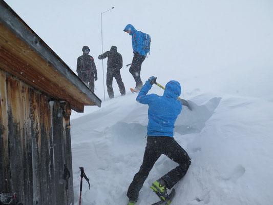 2. Tag: Sondenübung, Schneebeurteilung etc.
