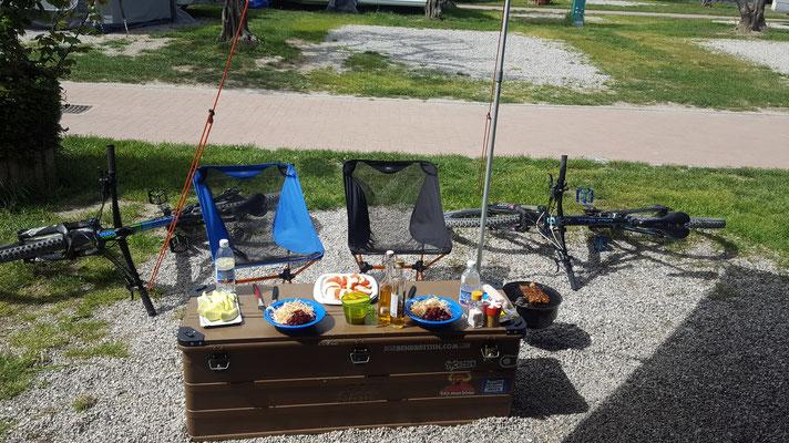 Stärkung zurück auf dem Camping