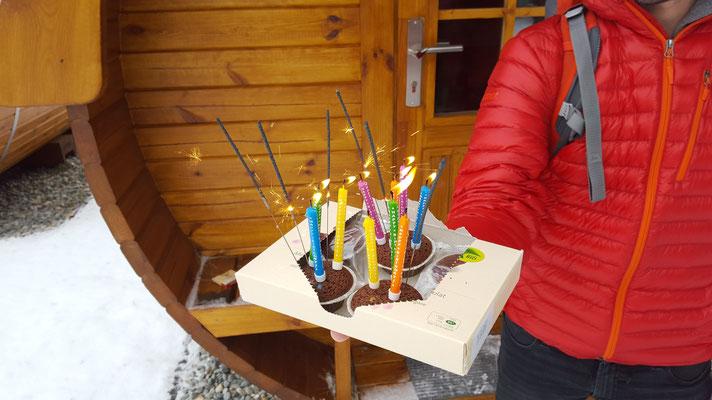 ...mit dem selbstgekauften Kuchen von Corry :)