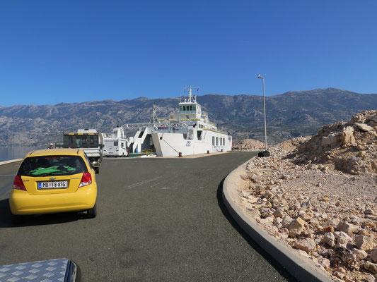 Nachdem wir die karge Insel Pag durchfahren haben, legten wir wieder mit der Fähre aufs Festland über