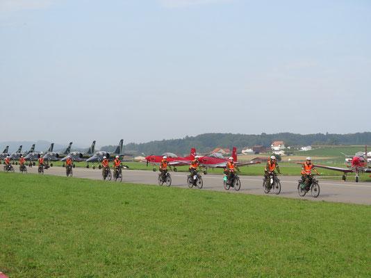 Schweizerarmee auf Fahrräder :)