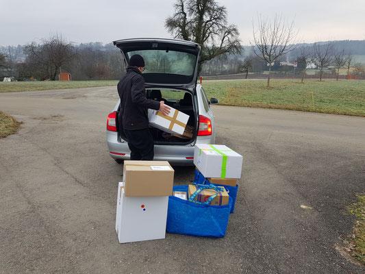 Der wöchentliche Gang zur Post - anfangs noch mit dem Auto