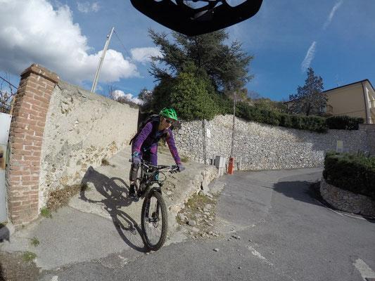 Mountainbiketour: Der Downhill ist geschafft, wir sind zurück im Dorf