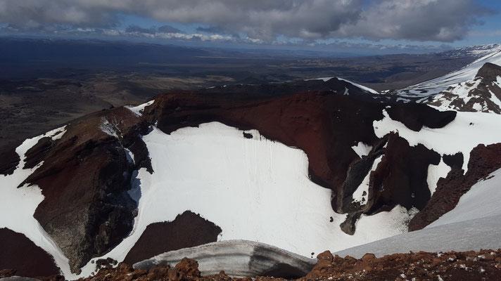 Tongariro Alpine Crossing Wanderung - Auf dem Gipfel mit Blick auf den Red Crater