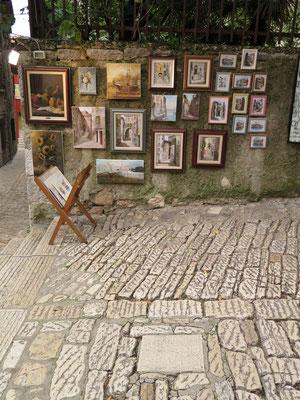 ...lokale Kunst etc.