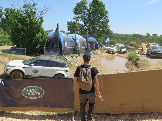Auf dem Messegelände bei Land Rover