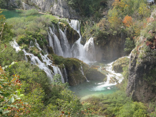 Unglaublich viele Wasserfälle und glasklares Wasser so weit das Auge reicht