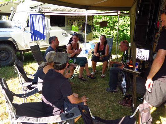 ...Simone & Michi, Gabi & Erich sowie unser Mechanikerin Anna & Tom von Overlandtechnic.ch