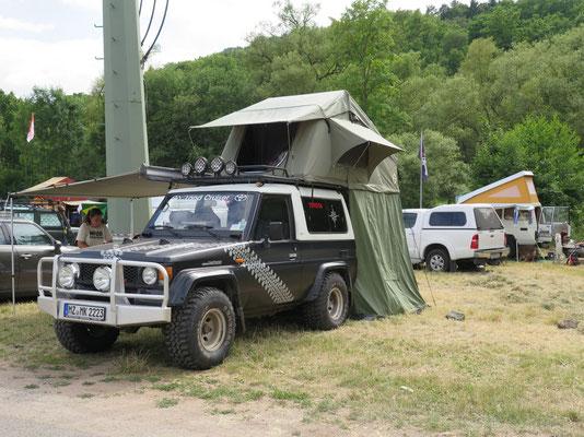 Camping Area: hier fährt und steht alles rum!