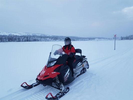 Motorschlittentour durch die Wildnis von Lappland