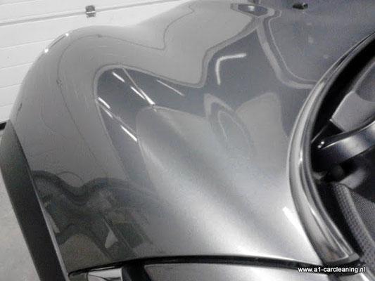 Onze restyler verstaat z'n vak. Er is niets meer van de deuk te zien na het restylen | A1 Car Cleaning
