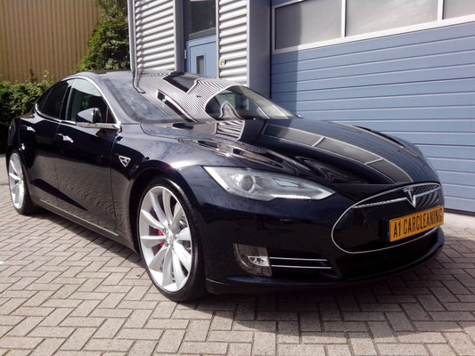 Tesla Model S Uni-black Pianozwart | glasscoating | A1 Car Cleaning