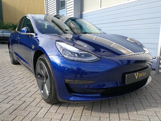 Tesla model 3 blauw metallic glascoating behandelde lak en velgen | A1 Car Cleaning