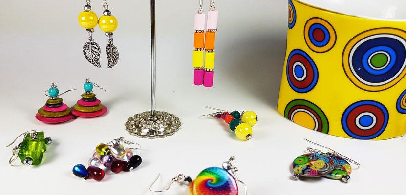 Boucles d'oreilles fantaisie artisanales en bois, perles de verre, cristal de roche et agate