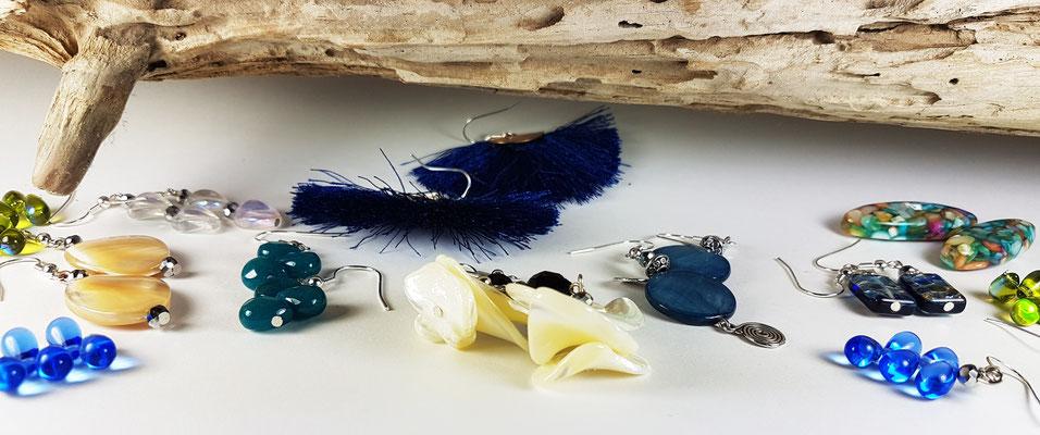 Boucles d'oreilles fantaisie artisanales en nacre, hématite, gorgone et matières naturelles