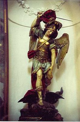 La statua di San Michele, 1705, attribuita a Francesco Antonio Picano, artista tra i più stimati del 700 napoletano.