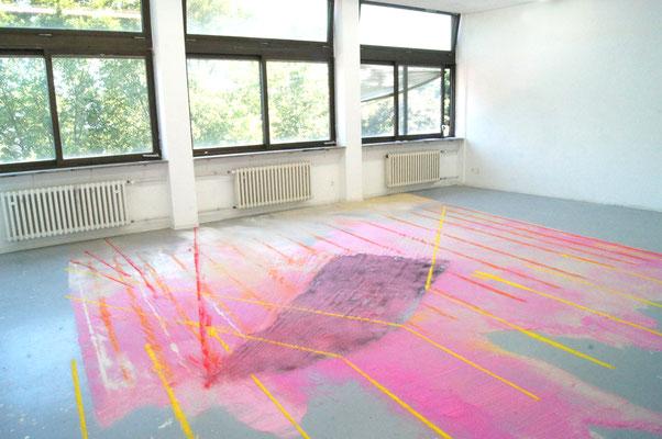 Arthur est un perroquet/ Arthur ist ein Papagei  Farbsand auf Boden, 5x6 m ,2016