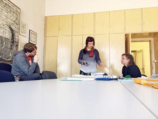Beate Baberske im Gespräch mit Herrn Sippenauer und Herrn Pompe bei DZA in Altenburg