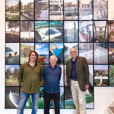 Dani Karavan mit Thomas May, 1. Vorstand KREIS e. V. (li) und Ulrich Großmann, Generaldirektor des Germanischen Nationalmuseums
