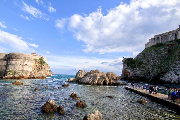 Blick auf die Festung Minceta vom Strand