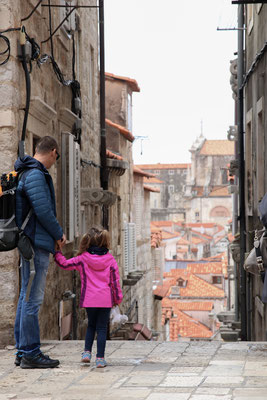 Blick in die steilen Gassen von Dubrovnik