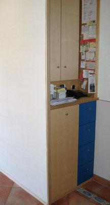 Flureinbau Garderobenschrank mit Arbeitsbereich