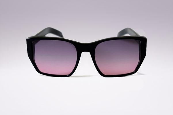 Audrey / black / grey pink gradient lens / size 52 / €169,00
