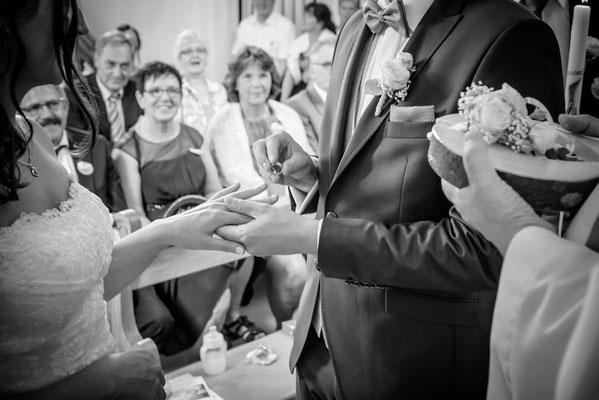 Hochzeitsfotograf aus Luzern - Ring Übergabe