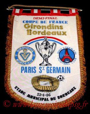 Grands fanions  PSG-Bordeaux  1985-86 (que je n'ai pas)