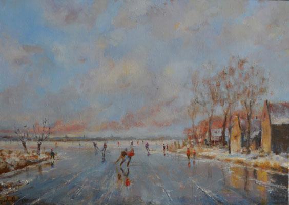 Twee schaatsers langs dorpje.