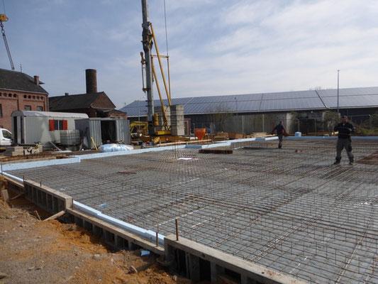 Die Bodenplatte ist fertig für den Beton