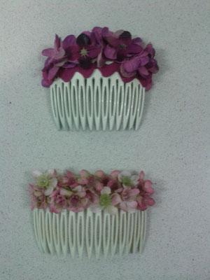 Peinecillo de flores secas y de tela