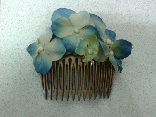 peinecillo de hortensias azules