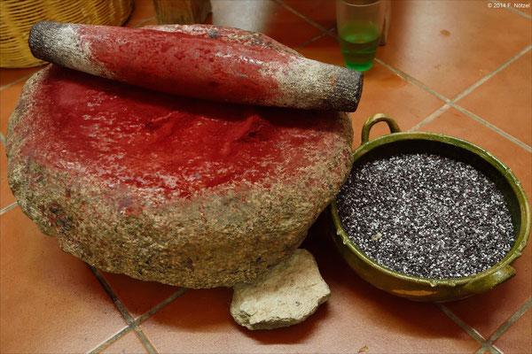 Herstellung der Farbe Rot aus den Schalen der Kaktus-Laus