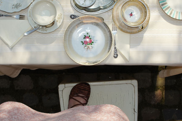 Eine Tischdecke wird zum Kleid...