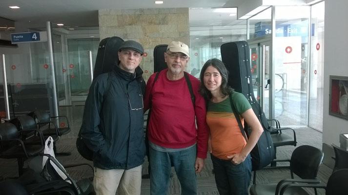 Con Paulo Bellinatti y Cristina Azuma, aeropuerto de Córdoba, Guitarras del Mundo 2014.
