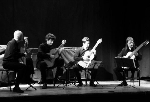 17.9.2012 Salón de actos de la Escuela de Música de la UNR (Rosario). Cuarteto de guitarras Golondrinas invernales.