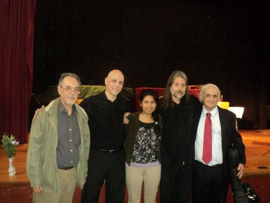 Salón de actos de la Escuela de Música de la UNR (Rosario). De izquierda a derecha: Eduardo Fernández, Marcelo Coronel, Launa Ruiz, Víctor Rodríguez y Ricardo Peralta.