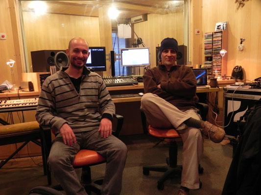 Con Juan Iñaki, durante una sesión de grabación.en Estudio Corcovado, Rosario (26 de agosto, foto tomada por Ariel Migliorelli).