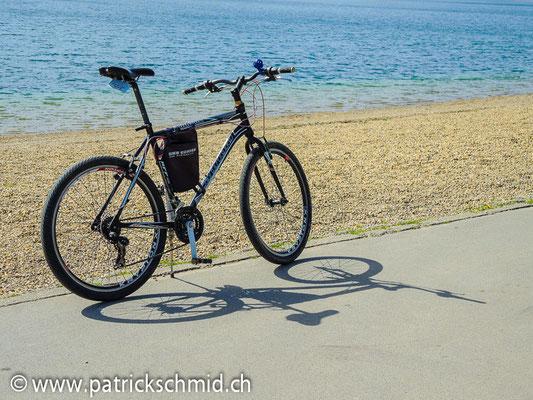 Mit dem Rad auf der Flussinsel Ada Ciganlija unterwegs.