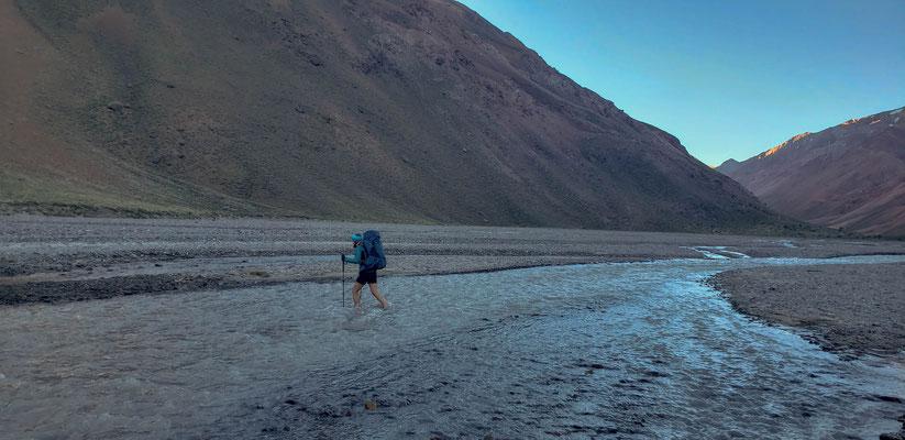 Crossing the Vacas river close to Casa de Piedra