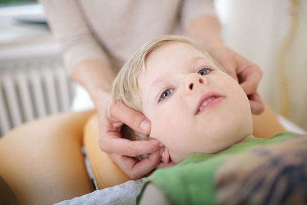 kranial-osteopathische Behandlung eines Kindes