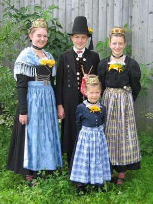 Jugend in Volkstracht